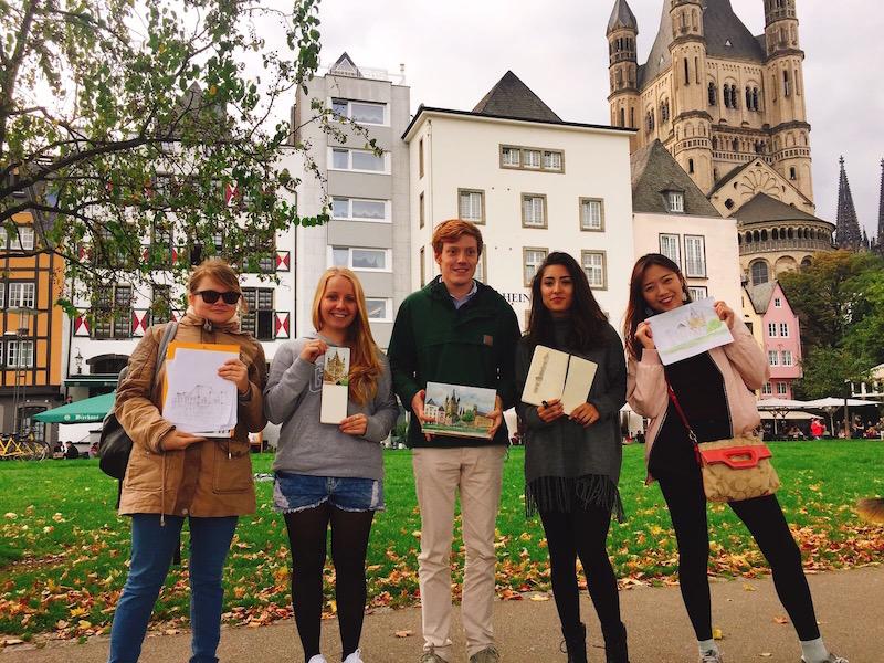 Austauschstudierende in der Kölner Altstadt