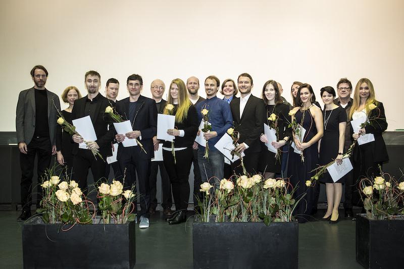 Absolventen auf der Bühne