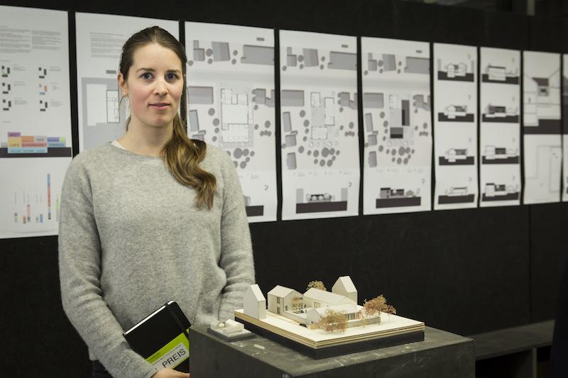 Clara Brenner vor ihrer Arbeit