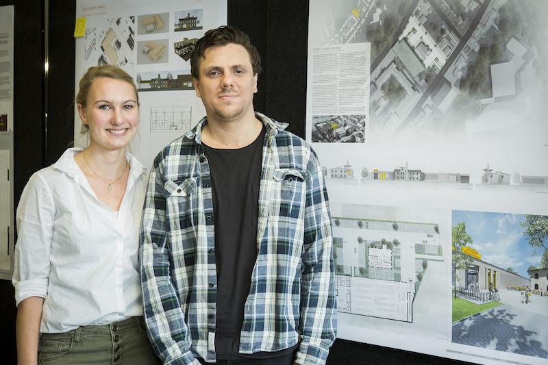 Die Studierenden Paulina Kuhn und Marco Bornemann vor ihrer Arbeit
