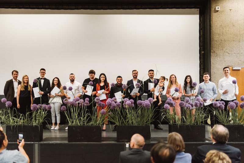 Bachelor-Absolventinnen und Absolventen Sommersemester 2019 betreut von Prof. Dr. Nadine Zinser-Junghanns (2.v.l.) und Prof. Dr. Daniel Lohmann (1.v.l.)